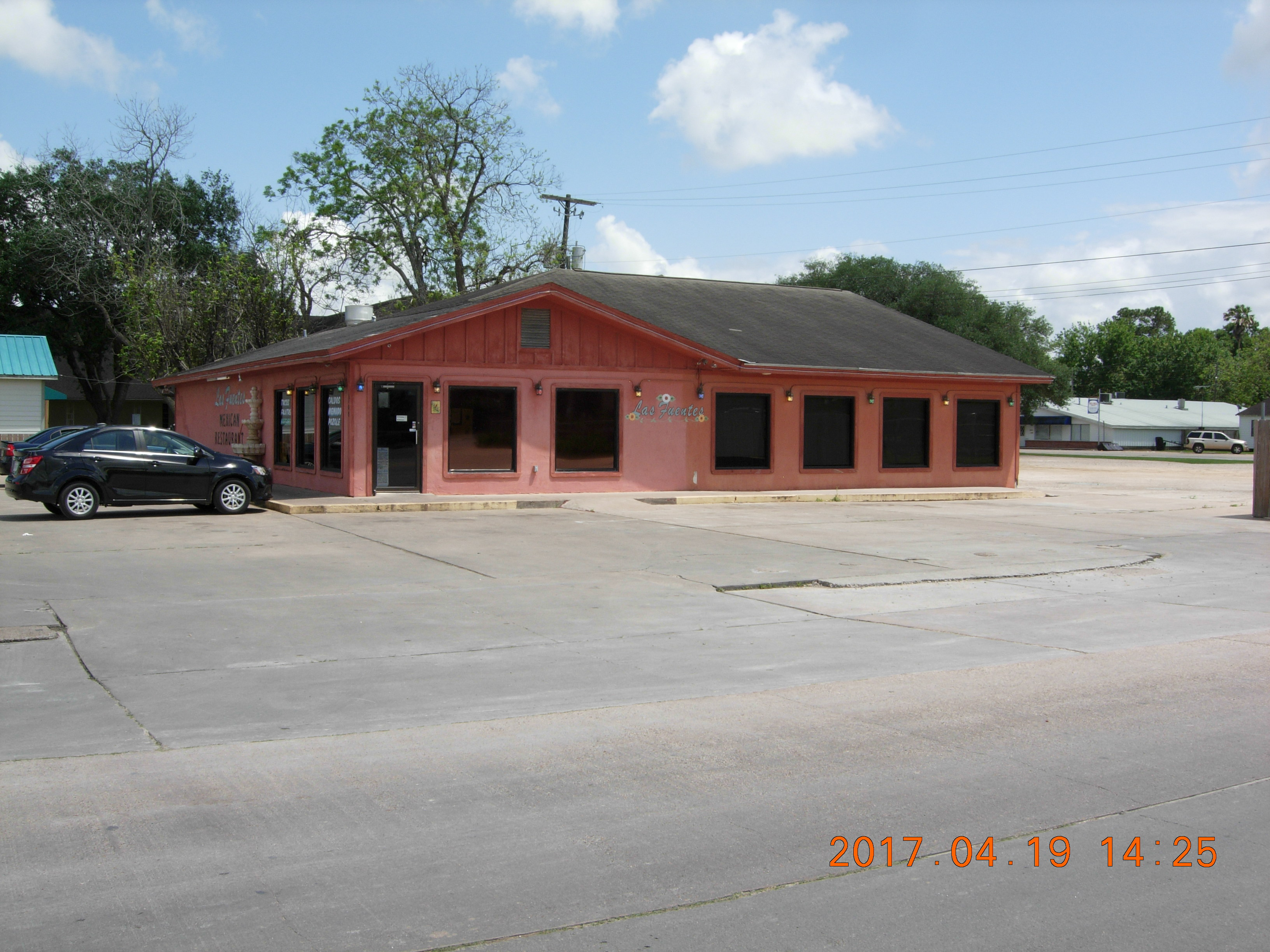 Income producing restaurant in Bay City, TX